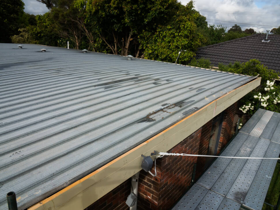 Old flat metal roof with no ridge